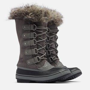 "SOREL Joan of Arctic snow boots in ""quarry/black"""